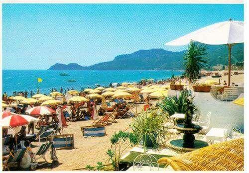 Letojanni, anni '90 - la spiaggia piena di turisti