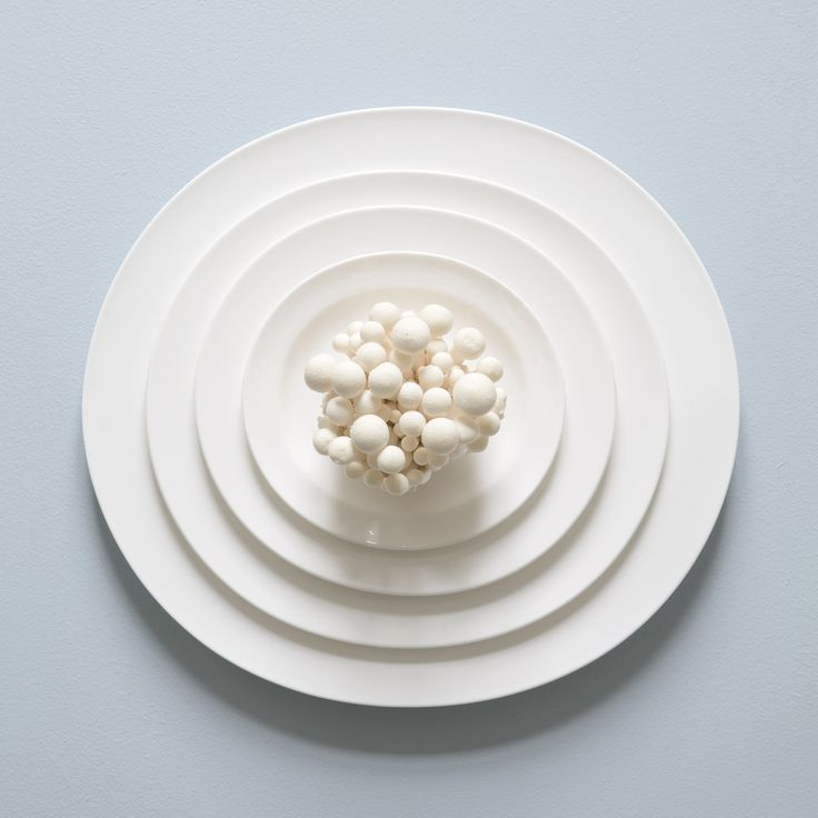 What makes the Kaolin service special is the bone china, a natural material characterised by its unique, warm glow, a translucent look and a unique crispness and strength.