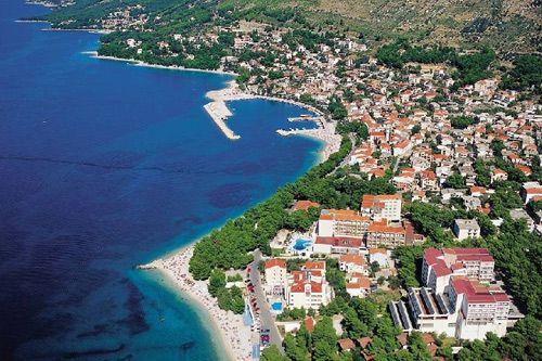Baška voda je jedním z nejoblíbenějších letovisek v Chorvatsku. Užijete si krásnou přírodu, výlety po Makarské riviéře a azurové moře!