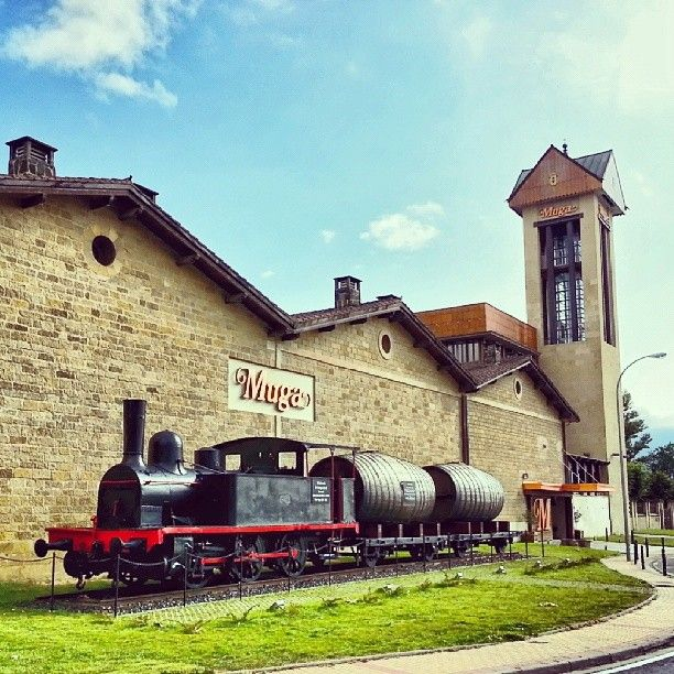 "@Jose Gutierrez R Camara Winetastelovers's photo: ""Así transportaban el #vino en tren.  @camisetas hombre Muga en #Haro, #Rioja Alta"""