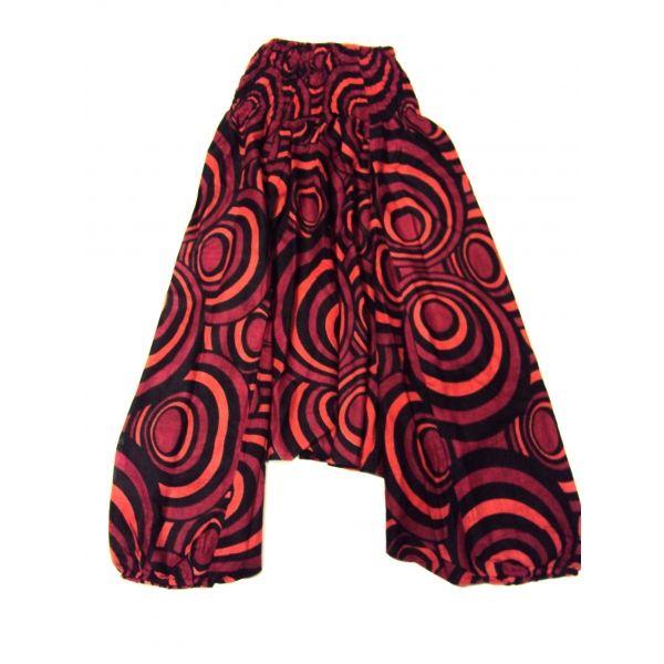 Pantalón mono afgano.  Hecho en la India, con estampado de círculos estilo vintage de color negro y rojo con cintura elasticada. Puede usarse como pantalón hippie afgano o como mono pirata. Talla única.