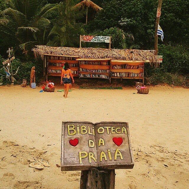 Biblioteca da Praia está ubicada en la playa de Pipa en el estado brasileño de Río Grande del Norte. Biblioteca creada por un surfista para ofrecer a los turistas la posibilidad de leer en un entorno paradisíaco. Ofrece una colección de unos 3.000 libros, además de zumos y alimentos naturales como sustento económico para mantener el sitio.