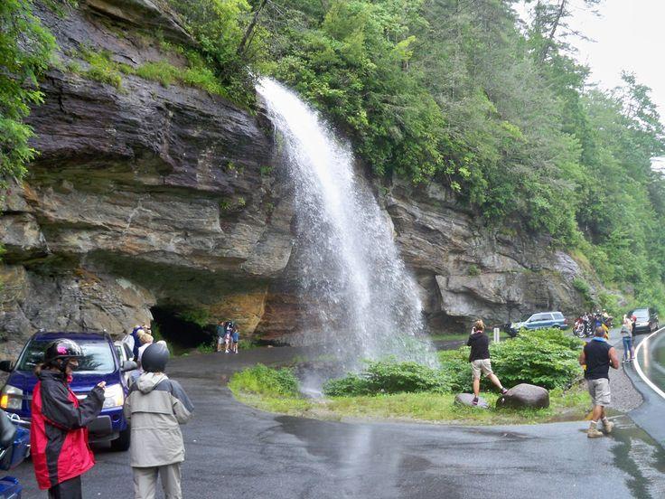 Bridal Veil Falls in the Cullasaja Gorge between Franklin ...