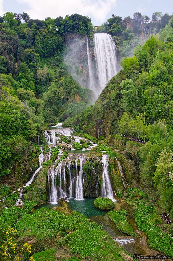 Marmore Falls, Umbria, Italy - photo by  Damiano68     ...Also look up   http://www.juzaphoto.com/galleria.php?t=313754&l=it   Molinetto della croda