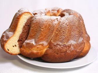 Kakaós kuglóf recept: Kuglófot készítünk karácsonykor, húsvétkor, de számos más alkalomra is. Számtalan módon készíthető, de mindegyik változata dekoratív, ízletes, és méltán közkedvelt. Az alábbiakban leírt recept nagyon ízletes, bátran ajánlom bárkinek. http://aprosef.hu/kakaos_kuglof