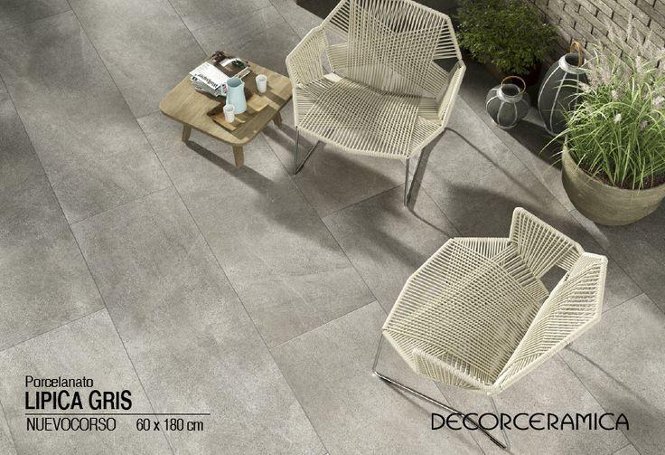 En  espacios al aire libre  instala un piso estilo natural, inspirado en las rocas.