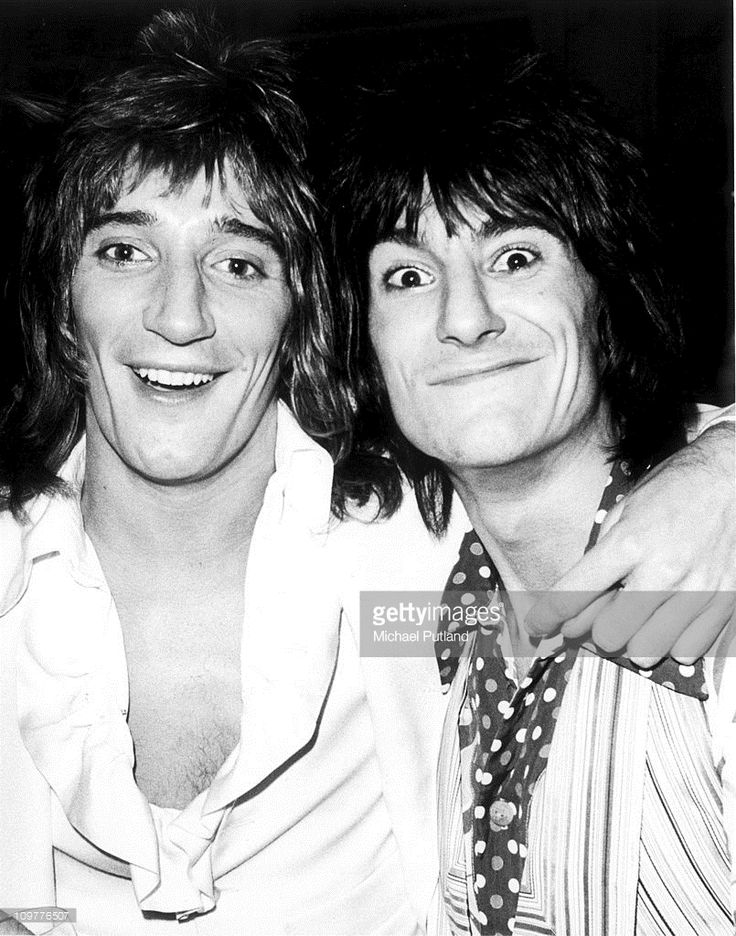 Singer Rod Stewart and and guitarist Ronnie Wood of the Faces in December 1974.