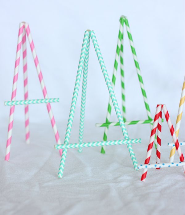 DIY Paper Straw Easel: to hold menu cards