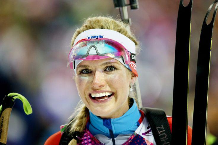 KONEČNĚ. Česká biatlonistka Gabriela Soukalová vybojovala v olympijském závodu na 12,5 kilometru s hromadným startem stříbrnou medaili. (17....