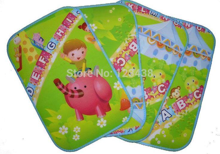 Outdoor Single Person Stadium Seat Foam Cushion Moisture-proof Small Floor Mat Child Pad Picnic Travel Mat , Random Pattern
