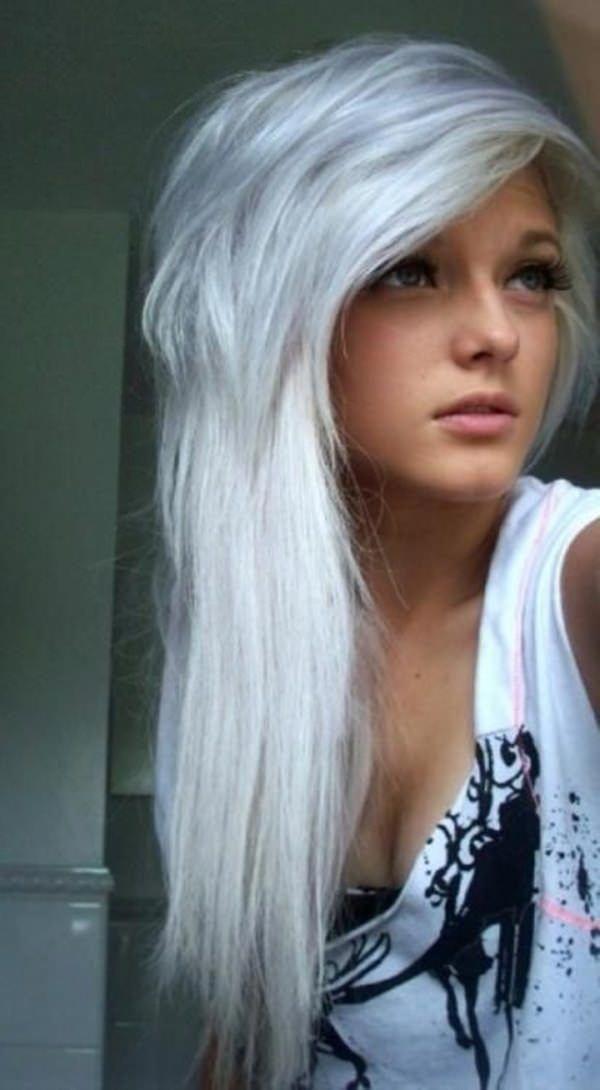 44 Increibles Peinados Emo Que Haran Volar Tu Mente Haran Increibles Mente Peinados Volar Con Todos Los Nuevos Peinad Long Silver Hair Emo Hair Hair