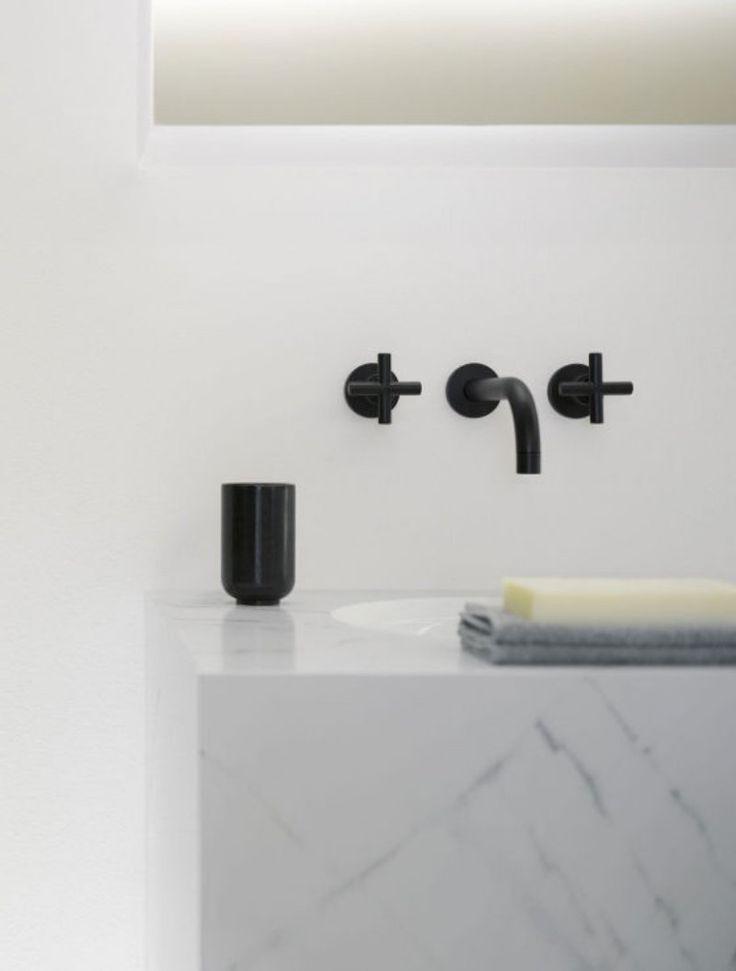 robinet design pour la salle de bains noir et blanc
