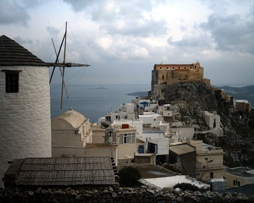 VISIT GREECE| Winter light Syros © GNTO/Cyclades prefecture