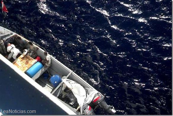 Crucero rescató a 24 cubanos en el Caribe y los entregó en Islas Caimán - http://www.leanoticias.com/2014/03/07/crucero-rescato-a-24-cubanos-en-el-caribe-y-los-entrego-en-islas-caiman/