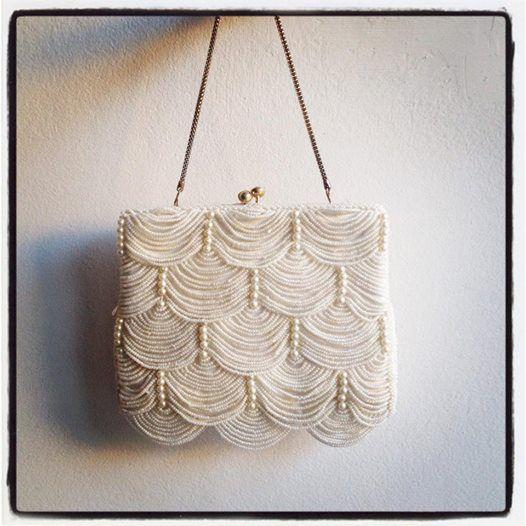 Vintage handmade Hong Kong off-white beaded chain clutch bag