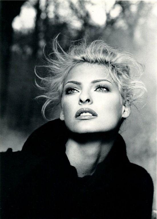 Linda Evangelista in Chloe Fall/Winter 1995 campaign shot by Karl Lagerfeld
