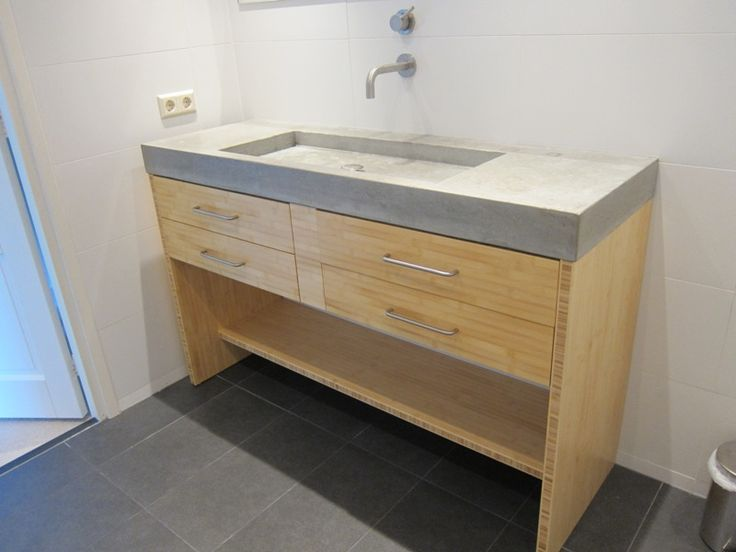 Stoere badmeubels van hout en beton
