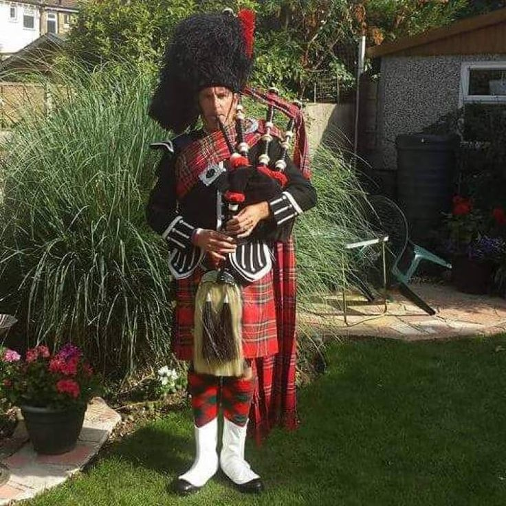 Latest review -  Simon The Royal Stewart piper for hire - reviewed 22 Feb 2018 - by The Telegraph public house