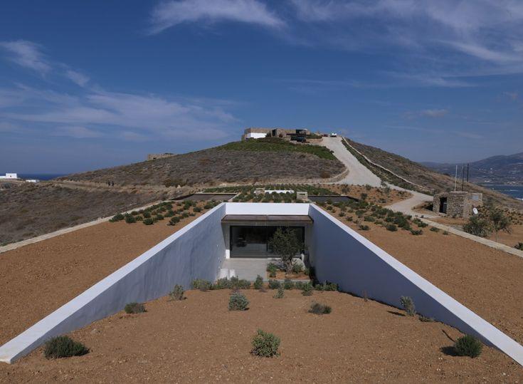 Exterior view of the design property Aloni, located in the beautiful greek island of Antiparos. Antiparos greece villas