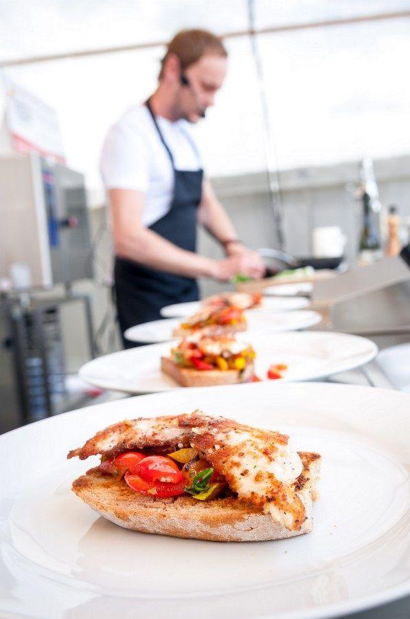 Největší kulinářský festival, který přichází letos již pošesté do Plzně, proběhne za OC PLZEŇ PLAZA o víkendu 20. až 22. května. Návštěvníci se mohou těšit na to nejlepší z klasické, molekulární nebo extrémní kuchyně. V Plzni nebude chybět jedinečná gastronomie, živé show pod vedením věhlasných šéfkuchařů, soutěž o Západočeskou restauraci roku 2016 a další bohatý doprovodný program.