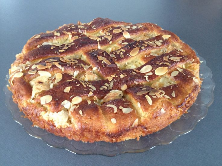 Rungsted kage; En gærdej bagt med lækker vanilje-remonce