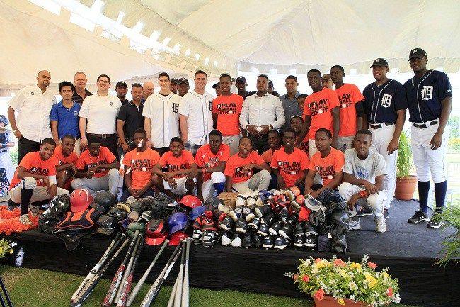 Fundación Tigres de Detroit entrega útiles deportivos por segundo año a orfanato en RD