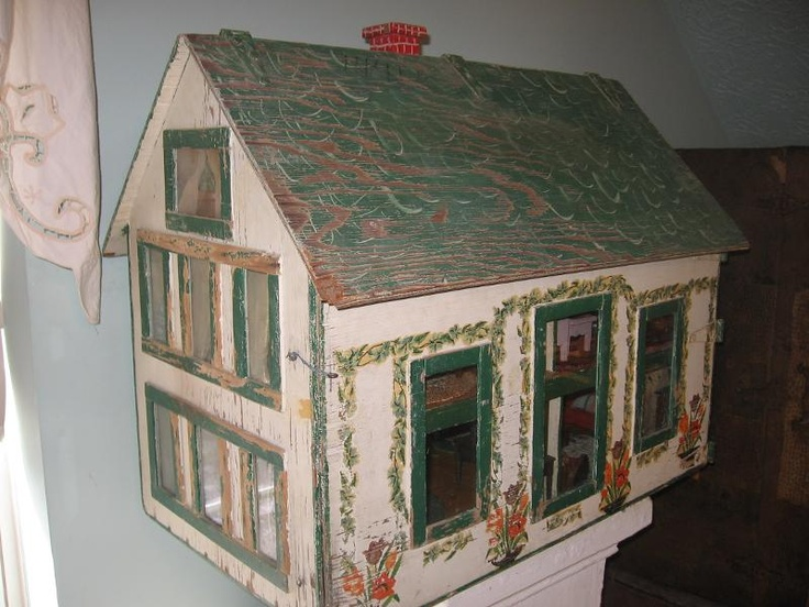 1930's style house, simple, not much detail.  .....Rick Maccione-Dollhouse Builder www.dollhousemansions.com