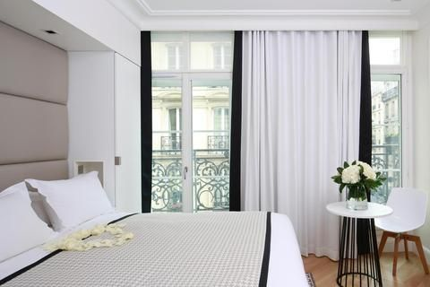 OopsnewsHotels - Hotel R de Paris Paris. Featuring free Wi-Fi and a sauna, the hotel is situated in Paris and offers modern accommodation. It is located a brief walk from the Moulin Rouge and Place de Clichy.   This stylish hotel provides a 24-hour reception, a concierge and luggage storage. Airport transfers, a laundry service and a wake-up service are available upon request.