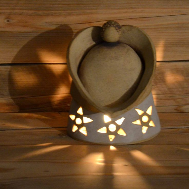Andělík a hvězdy Rozměry - 13cm x 10cm x výška 17cm Svíčku můžete vložit do paciček ,ale i pod andílka