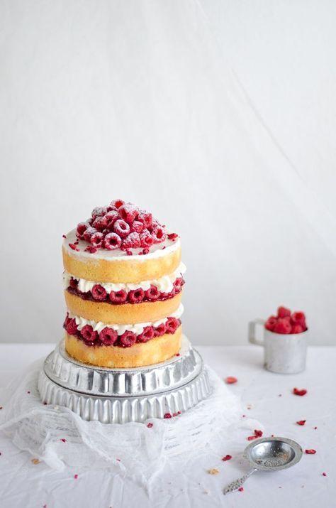 mascarpone and raspberry almond cake//