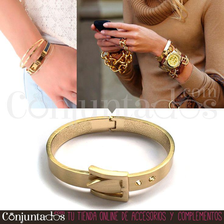 El brazalete con hebilla en dorado mate es un complemento totalmente atemporal para mujeres elegantes. Una preciosa pieza de línea clásicas con motivos modernizados, que lo mismo conjunta con jeans que con un LBD ★ Precio: 9,95 € en http://www.conjuntados.com/es/brazalete-con-hebilla-en-dorado-mate.html ★ #novedades #pulsera #bracelet #joyitas #jewelry #bisutería #bijoux #fashion #accesorios #complementos #moda #estilo #style