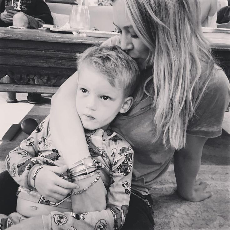 Kid crushes my heart one cuddle at a time....Hilary Duff