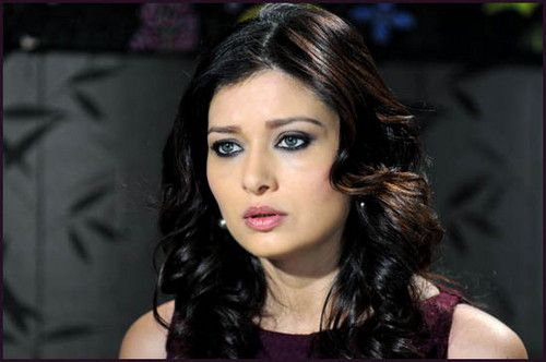 Nurgul Yesilcay  Nurgul Yesilcay is a gorgeous Turkish woman who was born in March, 1976 in Afyonkarahisar, Turkey. Her full name is Nurgül Yeşilçay, née Nurgül Gültekin. She is a high profile stage and movie actress from Turkey.