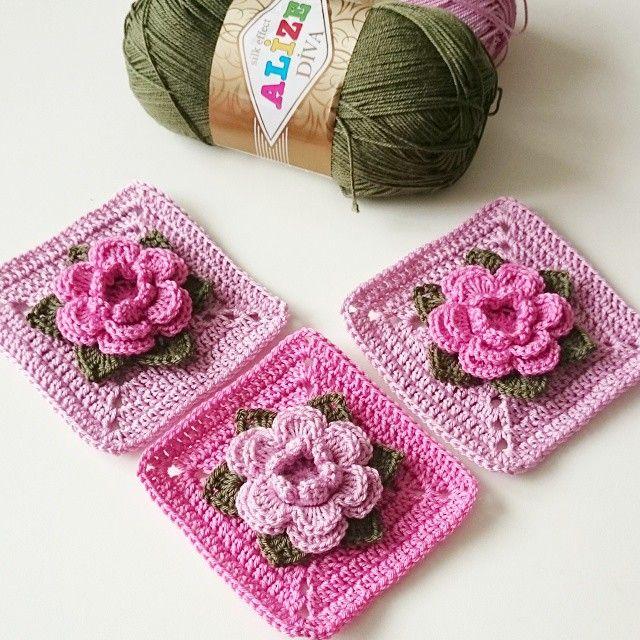 """Crochet Granny Square """"Rose"""" step-by-step tutorial by @albevna . . Häkelmotiv """"Rose"""" - Schritt für Schritt Anleitung von @albevna . . #Güllümotif adım adım tarifi ile @albevna sayfasında ✔ . ➡ #albevnaileörelim bu motifi çünkü gerçekten #örmeyedeğer . Kendisine #kirlentmodelim etkinliği için bu güzel örneği anlattığı için teşekkür ederim Tabii ki #kalemlikvecüzdanörüyoruz etkinliği içinde ideal bir motif. Akşam şerifleriniz hayr olsun"""