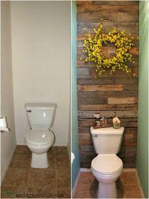 Este wc ficou muito mais acolhedor, com a parede do fundo forrada com madeira recuperada / Para conseguir este aspecto rústico envelhecid...