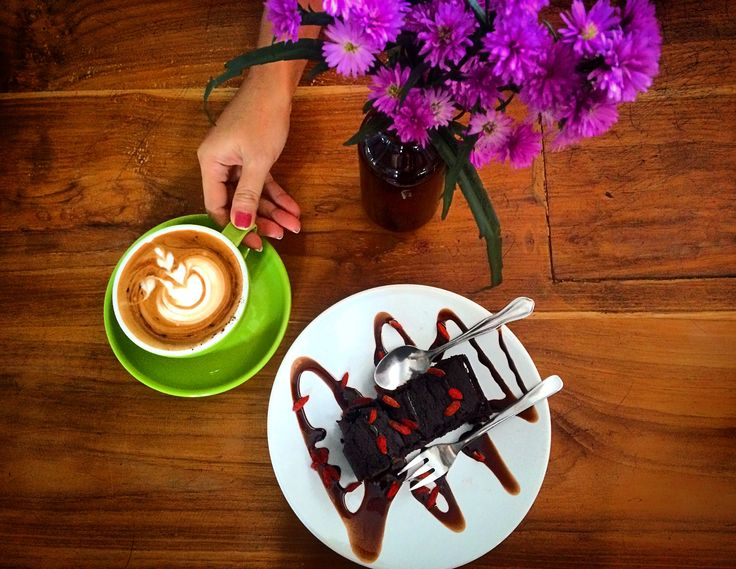 Healthy cakes at Avocado cafe Bali