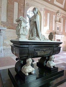 Monument funéraire de Diane au chateau d'Anet- A la mort d'Henri II, elle se retire à Anet où elle meurt à 66 ans. Louise de Brézé, 2° fille de Diane, fait ériger  sa statue dans l'église du village, qui sera transféré dans la chapelle sépulcrale du chateau en 1576. En 1795 son sarcophage de marbre noir est profané. 2 commissaires de Dreux, à la tête d'un groupe de patriotes, font état de son corps parfaitement conservé ainsi que 2 cadavres (2 de ses petites-filles 5 ans et 2 ans)