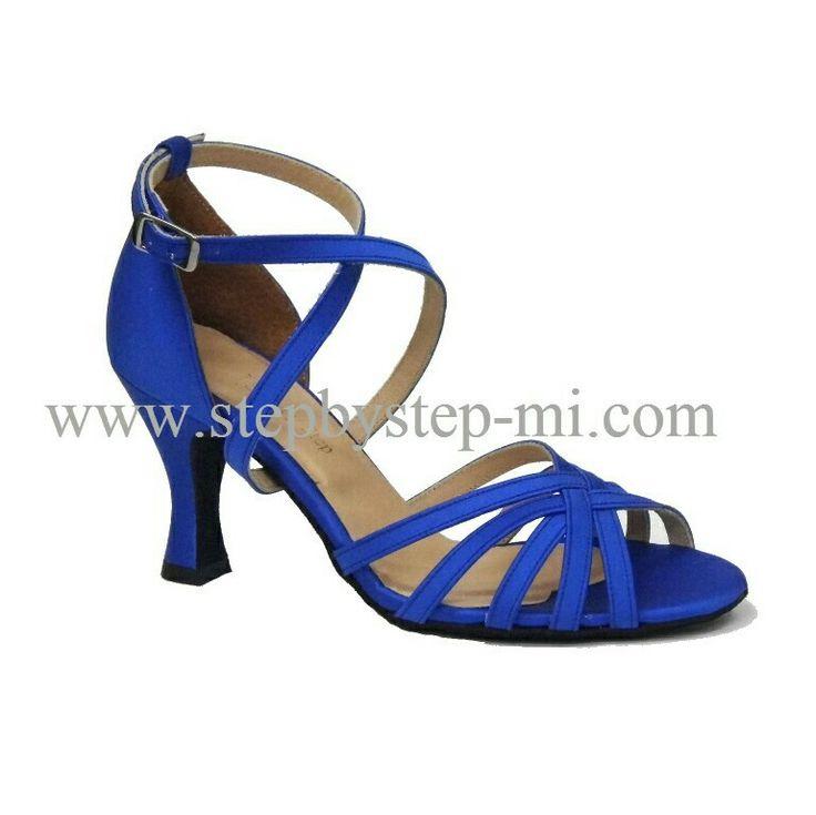 sandalo in raso blu,suola in bufalo tacco 70  #solodastepbystep #stepbystep #ballo #tango #salsaon2 #scarpedaballo #danceshoes #salsa #bachata #design #fashion #shopping #shoppingonline #glamour #bachatasensual #shoe #style #instagood #instashoes #instaheels #stepbystepshoes #ballroom #strass #rhinestones #blue