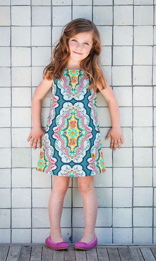 Op sjiek? Isa Boetiek does the trick! Een #a-lijn #jurkje met een prachtig #paisley motief vol kleur. Een eyecather.  #kinderkleding #zomerjurkjes #dresses #summer #kids #clothing #partydress #feestjurkje #verjaardag #parents #ouders #kinderen