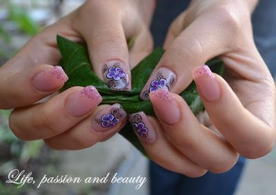 Nail Art: Touch of purple ~ Life, passion and beauty