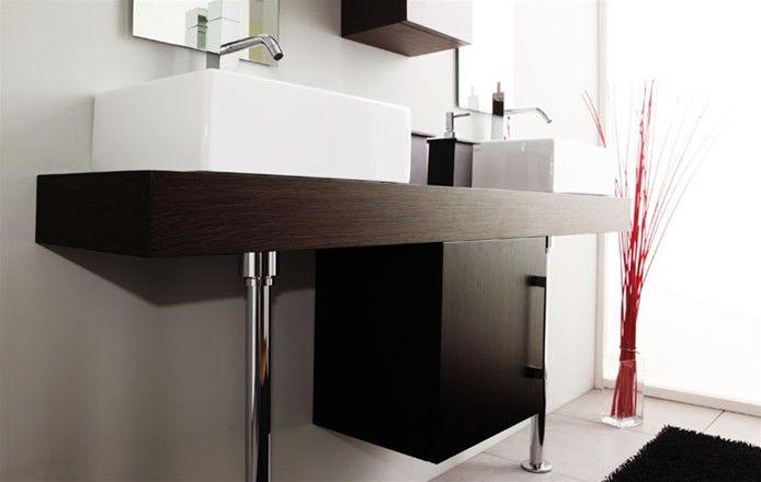 La collezione è caratterizzata da tutto ciò che concorre a rendere completa la stanza da bagno: piani per lavabi da appoggio si affiancano a...
