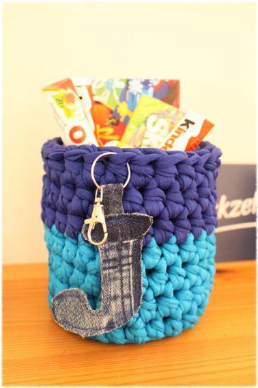 Upcycling Blechbüchse mit Textilgarn und Buchstabe aus Jeans