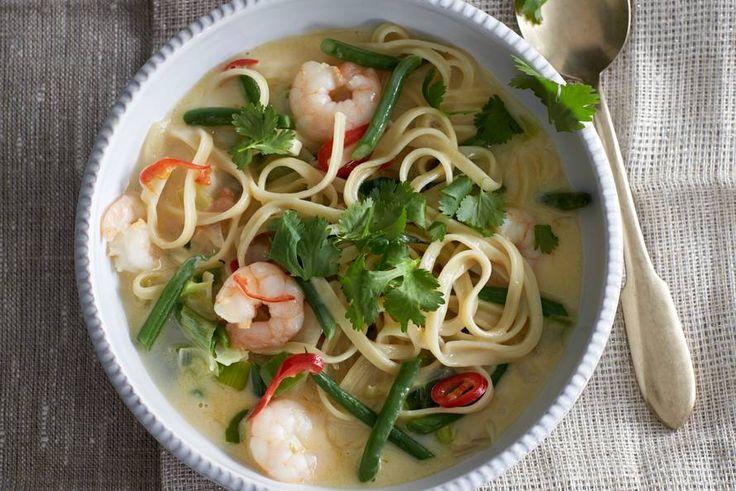 Kijk wat een lekker recept ik heb gevonden op Allerhande! Thaise kokosnoedelsoep met garnalen