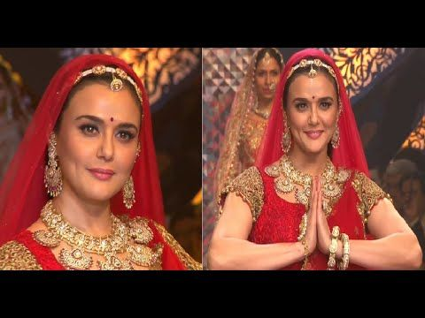 Preity Zinta looks BRIDE on ramp at IIJW fashion week 2015 | DAY 3.