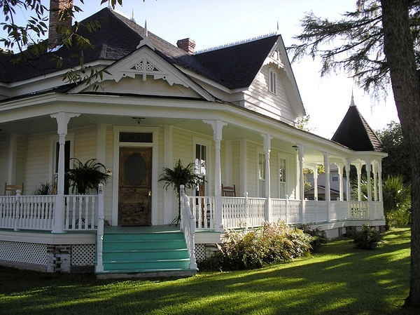 wrap around porches on old farm houses~Justin would love this