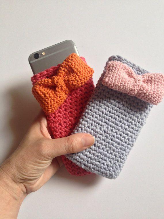 funda a crochet para iphone6. coral con lazo por myladiescrochet
