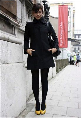 All black with bright shoes= effortlessly chic