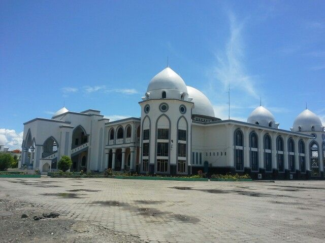 Great Mosque in Town Center of Kolaka - Southeast Sulawesi, near kolaka beach and port, very cool inside and Alhamdullilah i can visit and pray in there.