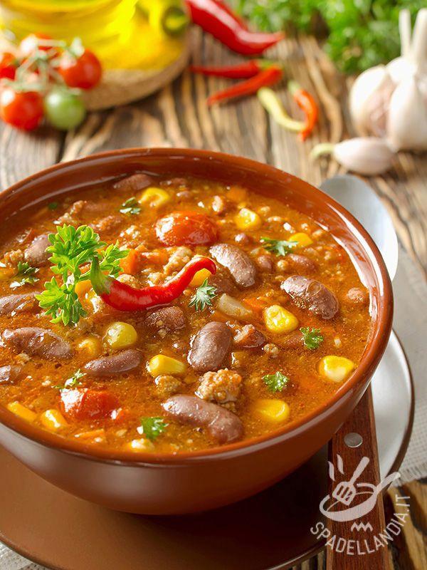 La Zuppa di fagioli e mais è una zuppa rustica, ricca e consistente, che porta in tavola tutti i sapori dell'orto, genuini e tradizionali.