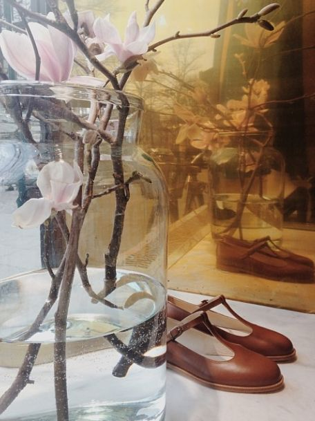T-Bar Flats and blooming magnolias in Samuji Shop
